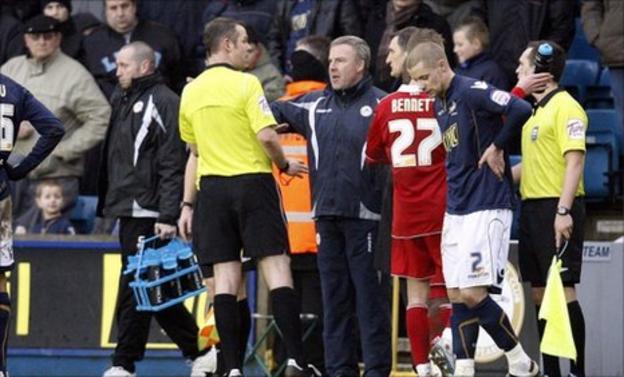 Referee Chris Sarginson talks to Kenny Jackett and Tony Mowbray