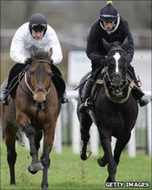 Paddy Brennan riding Imperial Commander (L) alongside Sybarite and Sam Twiston-Davies at Kempton