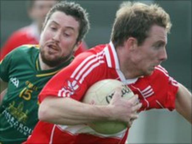 Sean Leo McGoldrick moves clear of Cian Ward in the league game