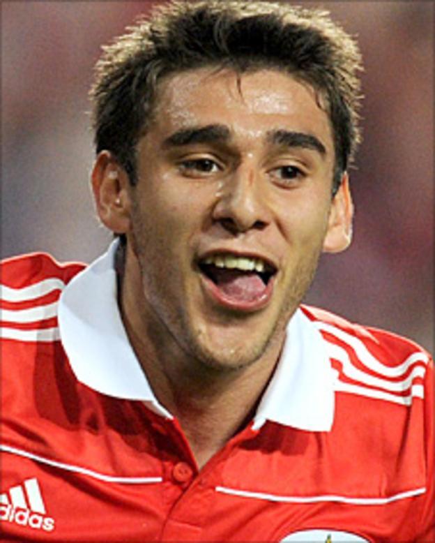 Eduardo Salvio celebrates a goal