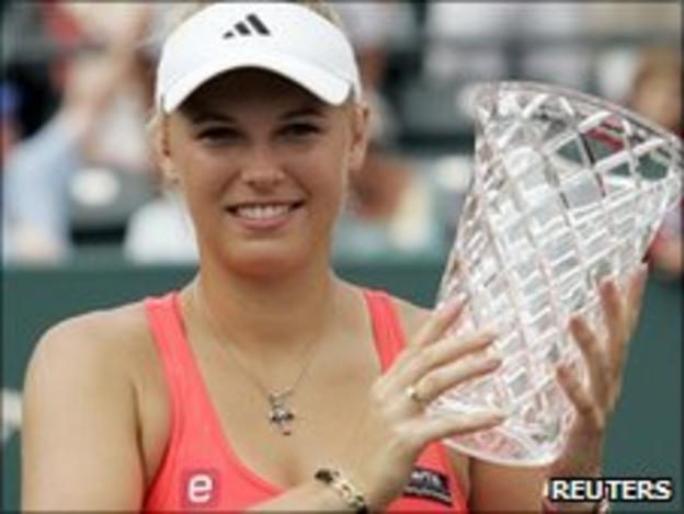 Caroline Wozniacki with her winning trophy