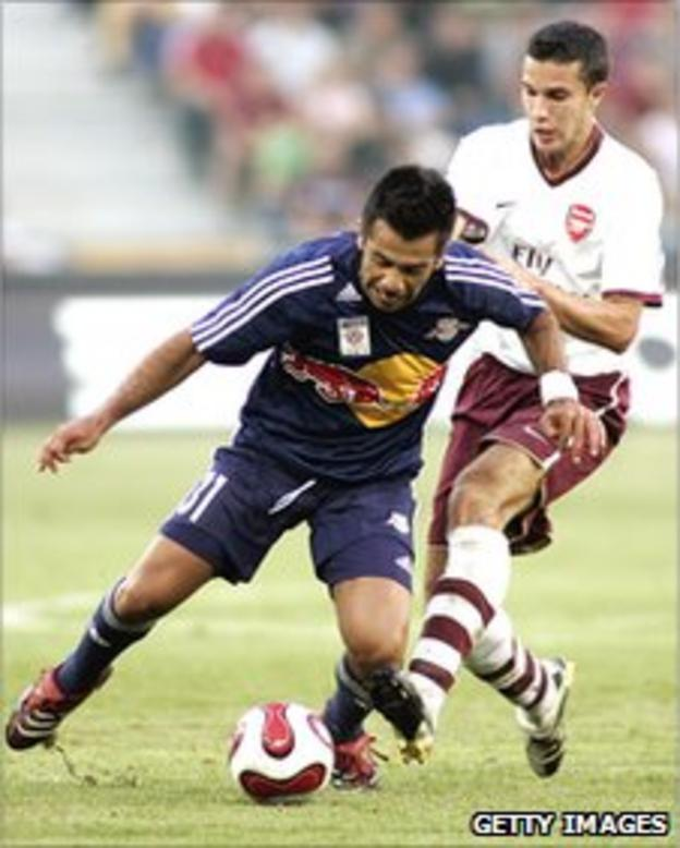 Robin van Persie challenges Jorge Vargas of Red Bull Salzburg during a pre-season friendly in 2007