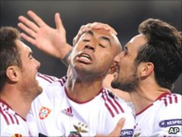 Benfica's Luisao (centre) celebrates with teammates after scoring against PSV