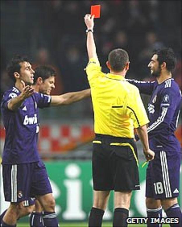 Xabi Alonso sent off against Ajax