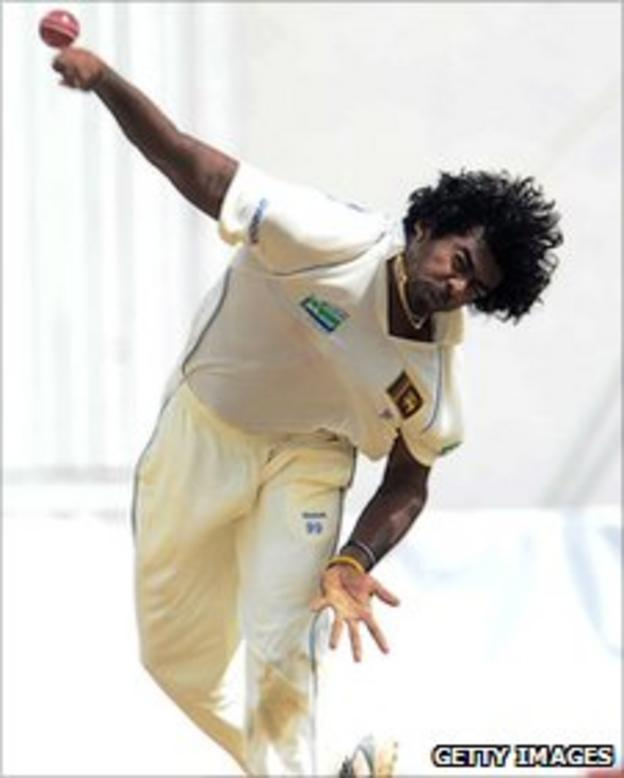 Lasith Malinga bowling in his last Test match in August 2010