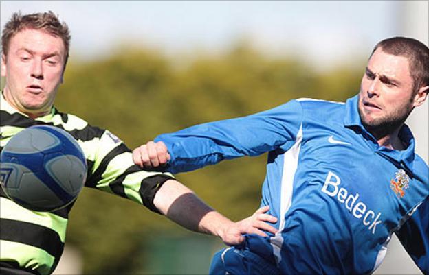 Ryan Henderson of Donegal Celtic in action against Glenavon's Gary Hamilton