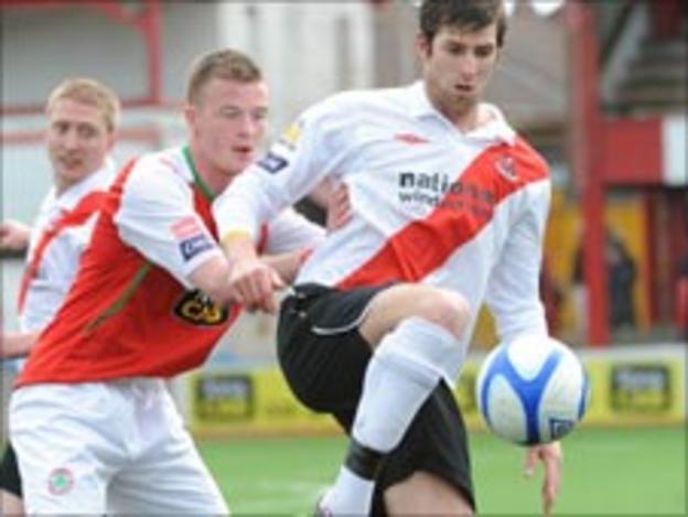 Dermott McVeigh and Vincent Sweeney battle for possession