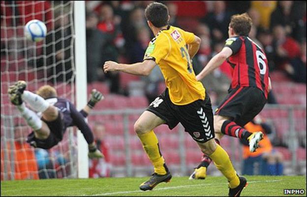 Daniel Lafferty scores Derry City's first goal against Bohemians