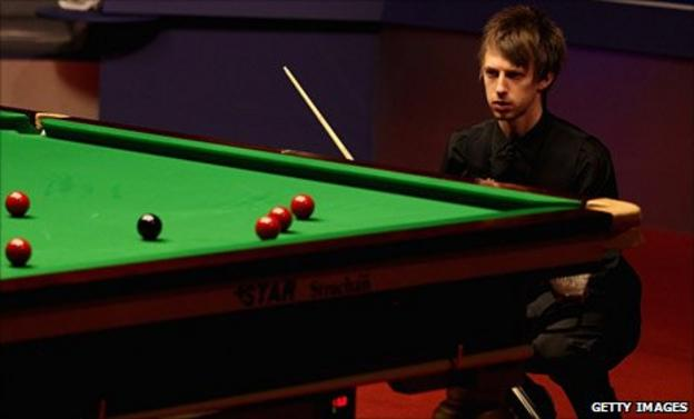 Judd Trump eyes up a shot