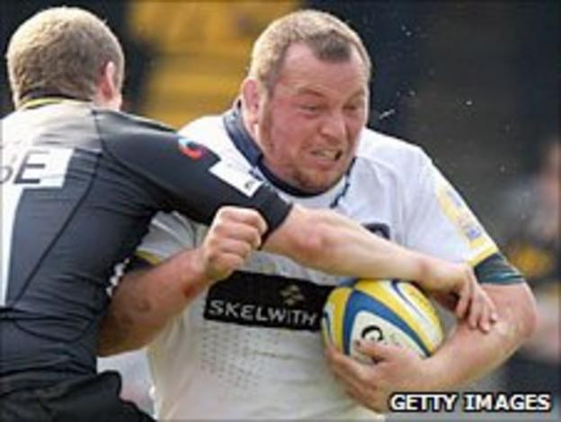 Steve Thompson (right) is tackled by Wasps fly-half Dave Walder on 17 April