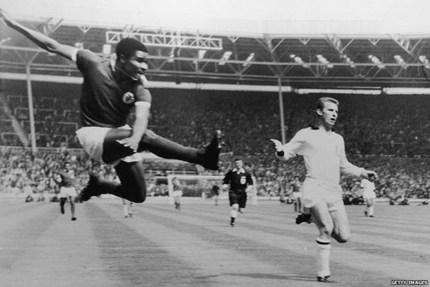 Eusebio scores for Benfica