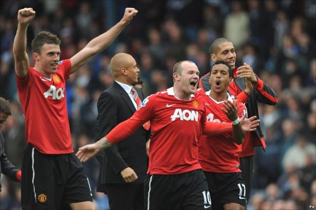 Manchester United celebrate winning the title