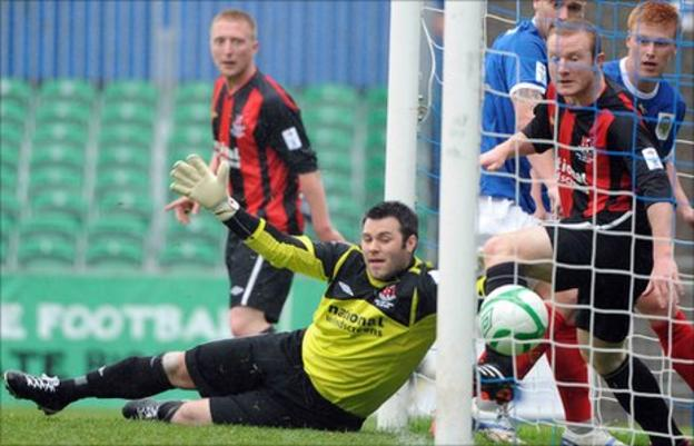 Chris Keenan in action in the Irish Cup final against Linfield