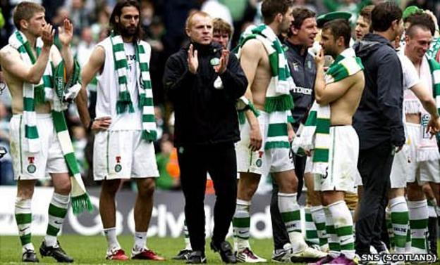 Neil Lennon with his Celtic squad