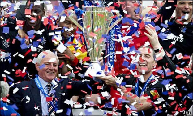 Walter Smith and David Weir celebrate Rangers' title win