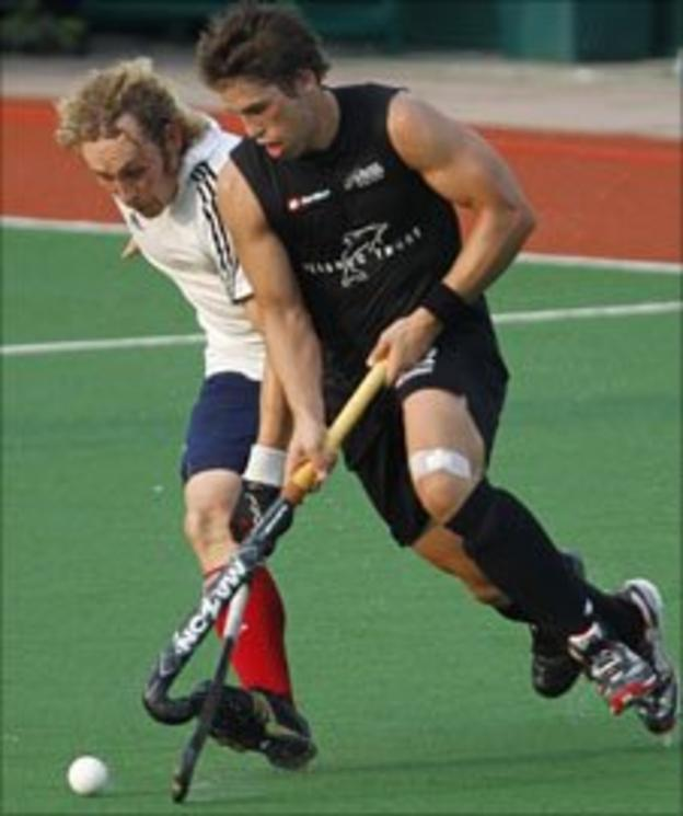 GB's Richard Alexander (left) and Shay Neal of New Zealand battle