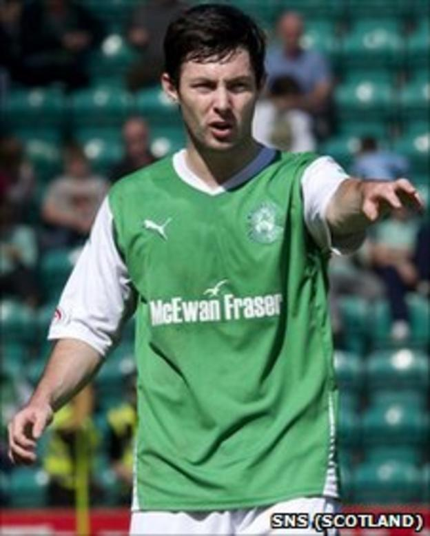 Richie Towell in action for Hibernian