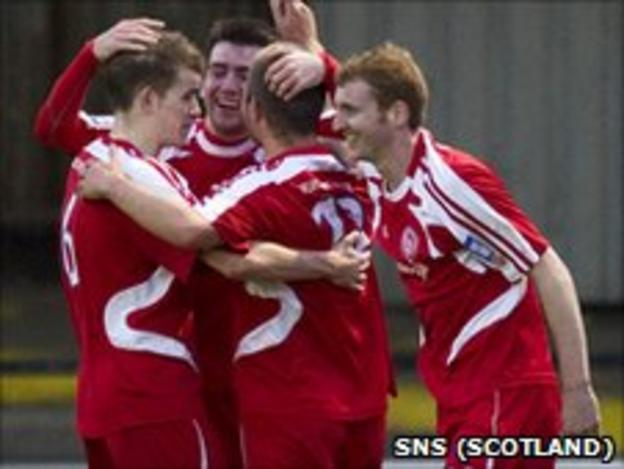 Brechin celebrate their late equaliser at Somerset Park