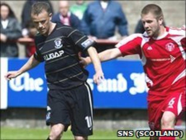 Mark Roberts of Ayr and Brechin's Neil Janczyk