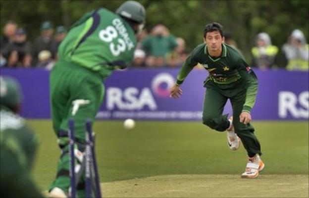 Junaid Khan (right) and Alex Cusack