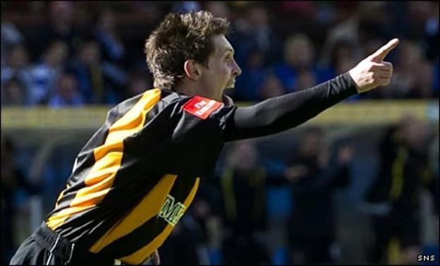 Auchinleck's Michael McCann celebrates his goal