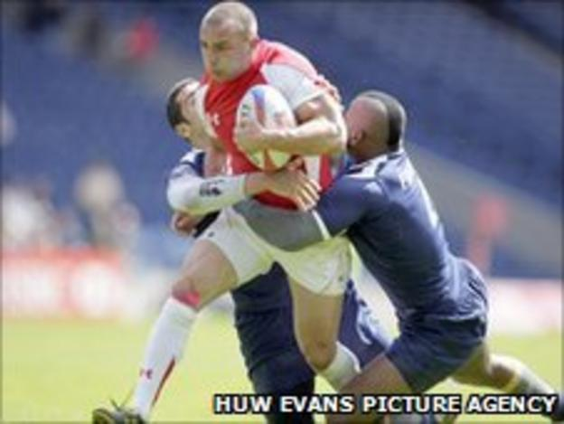 Nicky Griffiths tries to barge through the French defence