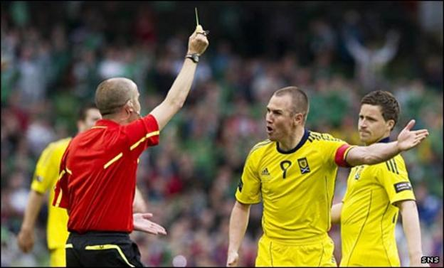 Kenny Miller appeals to referee Mark Whitby