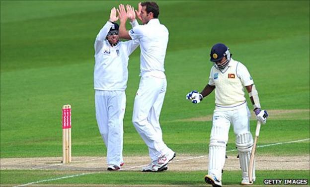 Chris Tremlett gets a wicket
