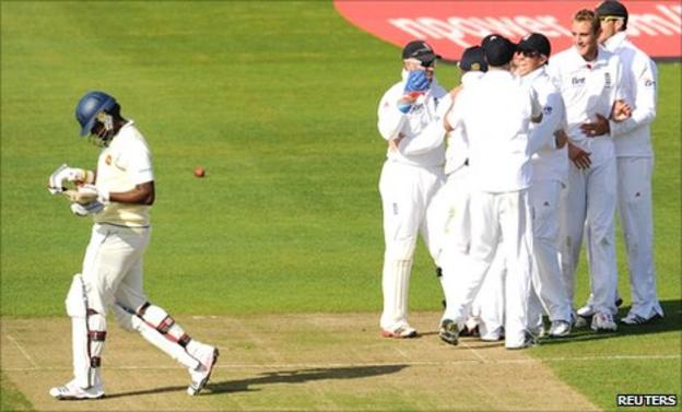 England celebrate the dismissal of Sri Lanka's ninth wicket Thisara Perera