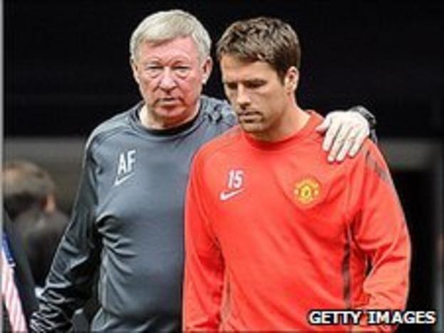 Sir Alex Ferguson (l) and Michael Owen)