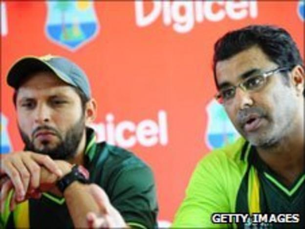 Shahid Afridi (left) and Waqar Younis (right)