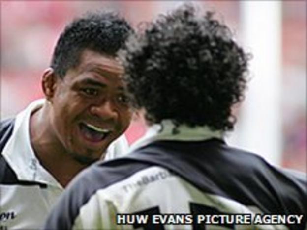 Samoa's Iosefa Tekori and once-capped Fijian Nacewa celebrate