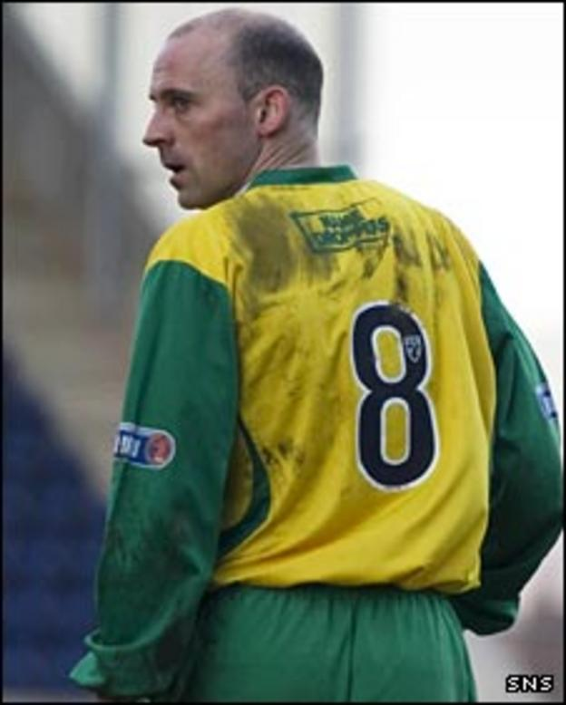 Cowdenbeath player/manager Colin Cameron