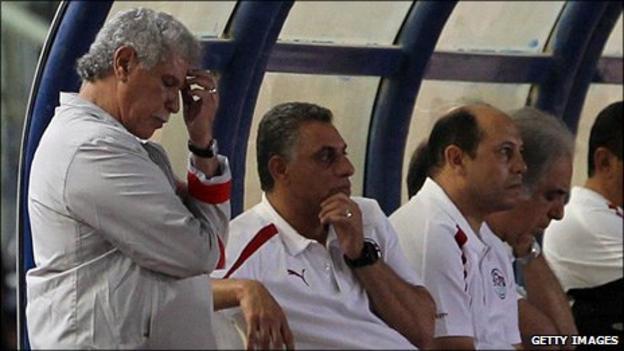 Egypt coach Hassan Shehata (left)