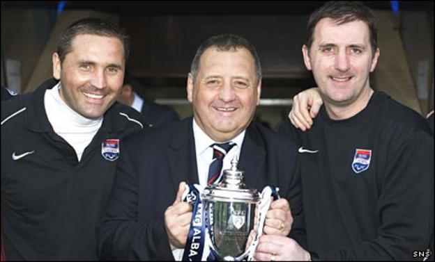 Scott Calderwood, Jimmy Calderwood and Stuart Balmer with the Challenge Cup