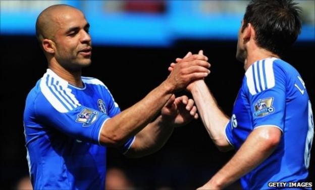 Chelsea defender Alex (left)