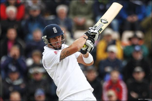 Kevin Pietersen helps lift England out of a worrying position