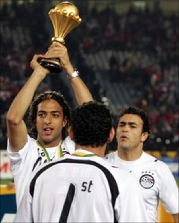 Egypt' Mido holds Nation Cup trophy in 2006