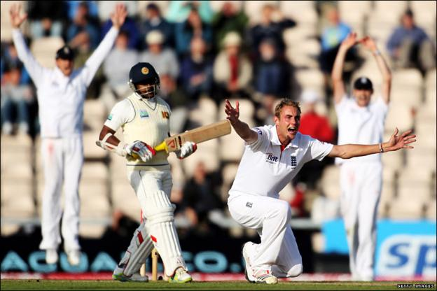 Stuart Broad appeals unsuccessfully for the wicket of Rangana Herath