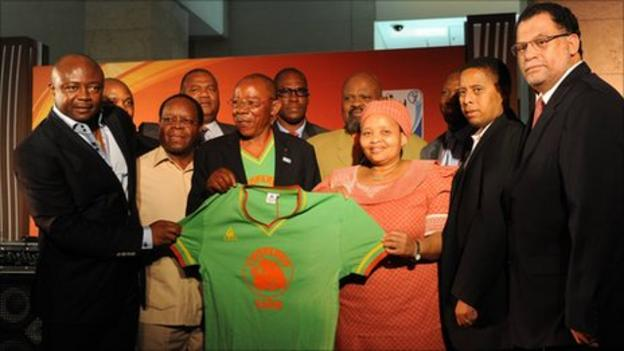 Abedi Pele (far left), Mulamba Ndaye (holding shirt) and Danny Jordaan (far right)