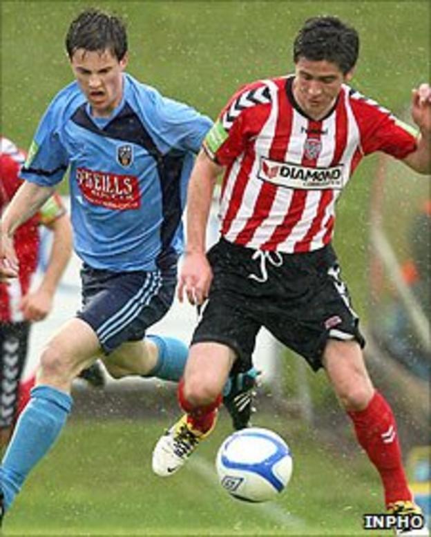 UCD's Sean Harding moves in as Ruaidhri Higgins of Derry shields the ball