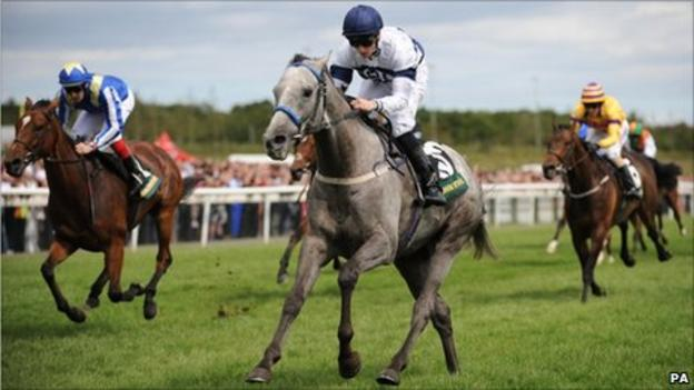 Tominator surges away to win the Northumberland Plate