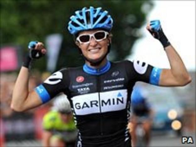 Lizzie Armitstead celebrates victory