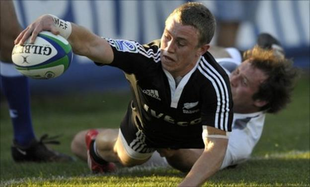 New Zealand's Mitchell Scott is tackled by England's Henry Thomas