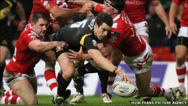 Michael Witt scores a try against Salford