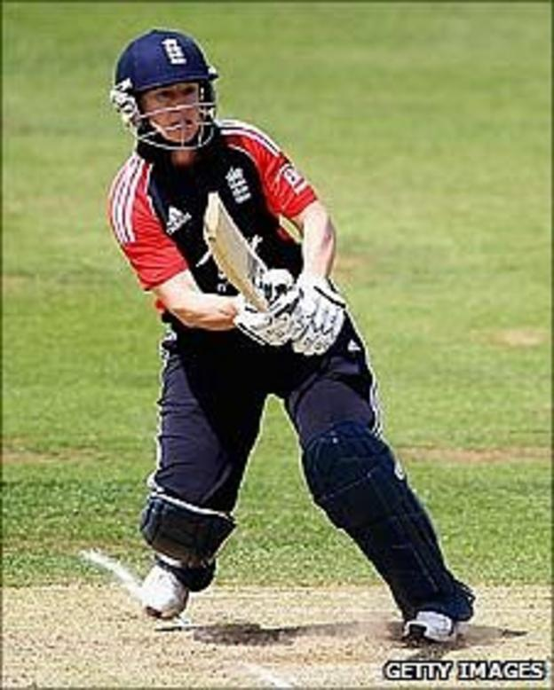 Claire Taylor batting against New Zealand