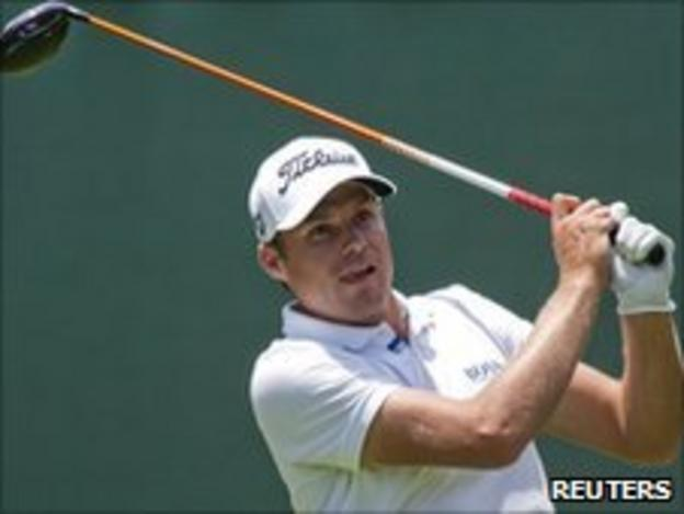 Watney shares the lead with Rickie Fowler