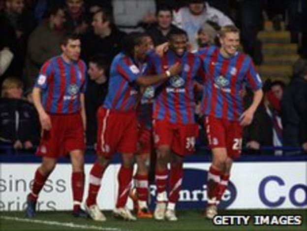 Kagisho Dikgacoi (second right) is congratulated by his team mates after scoring for Crystal Palace