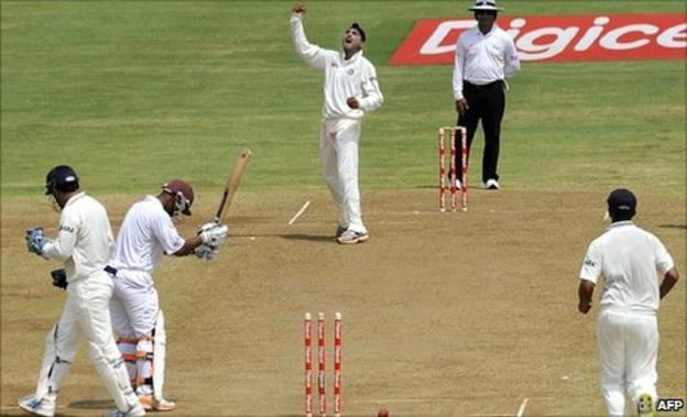 Harbhajan Singh dismisses Carlton Baugh
