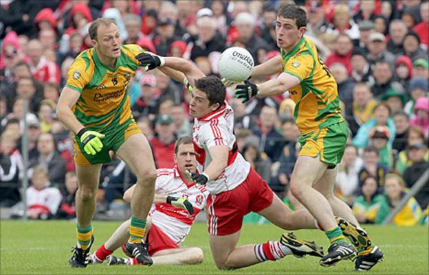 Derry's Dermot McBride comes under pressure from Colm McFadden and Patrick McBrearty of Donegal
